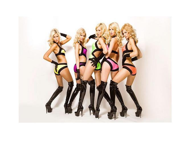 Сексуальные девушки в мини платьях 45 шт
